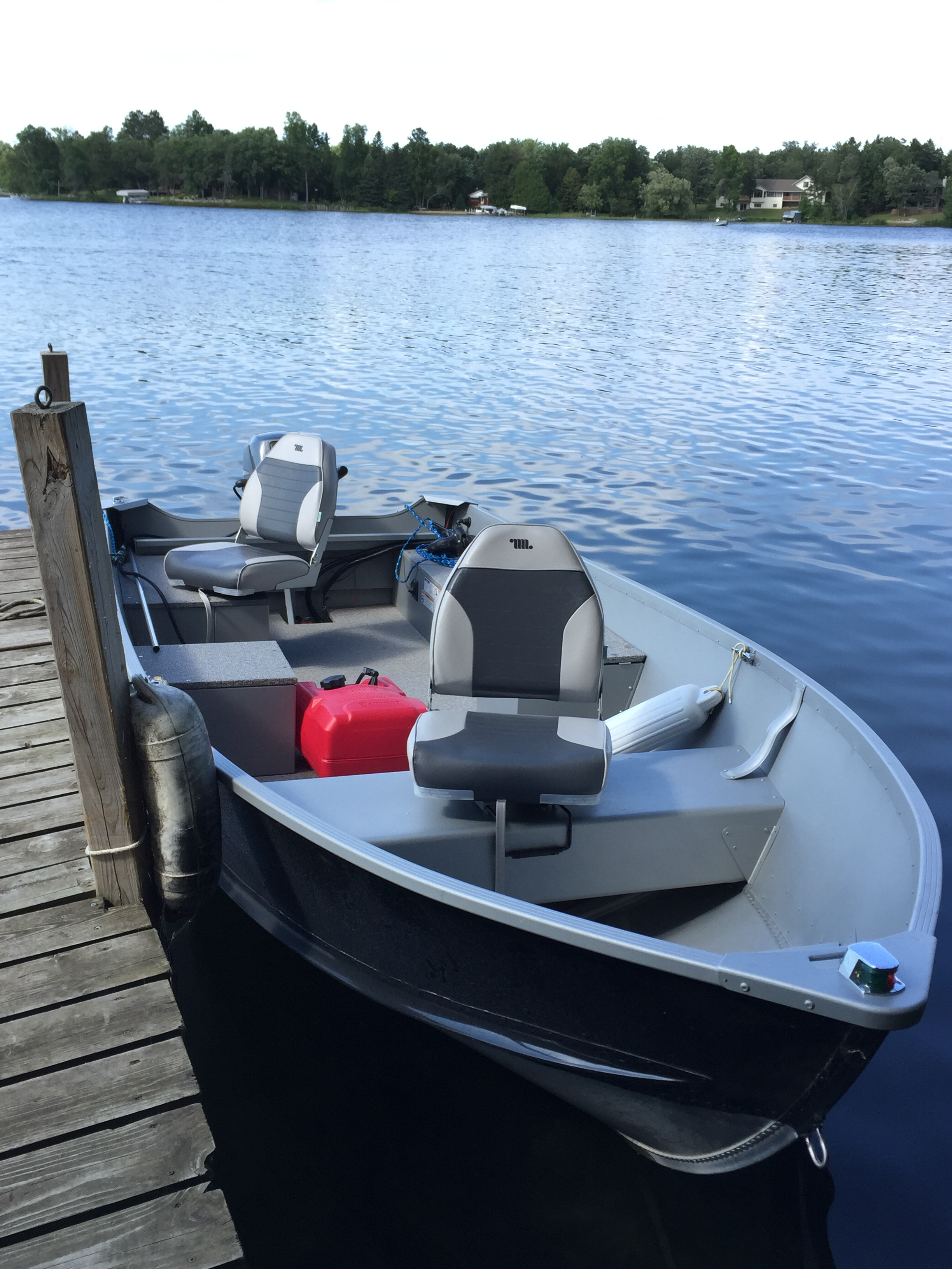 Straight lake boat rentals pontoon fishing boat rentals for Lake fishing boats