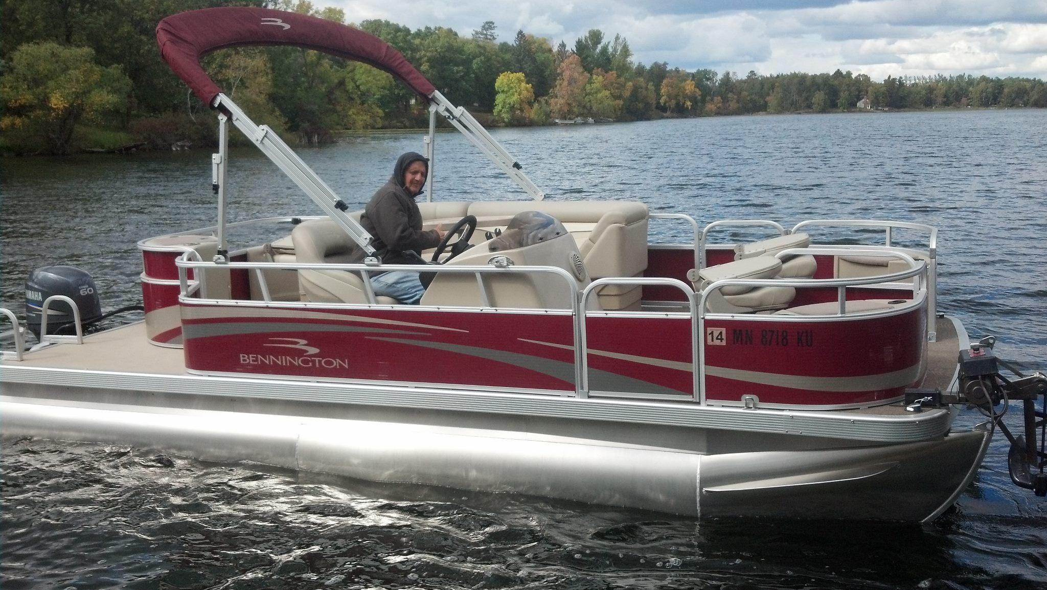 Straight lake boat rentals pontoon fishing boat rentals for Electric trolling motor for pontoon